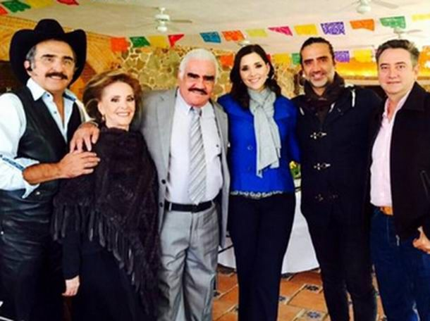Vicente Fernández celebra su cumpleaños en familia