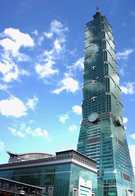 Tayvan, Taipei'de bulunan Taipei 101, 101 katlı bir finans merkezidir. Chang Yong Lee & Partners tarafından Çin geleneklerine göre Asya tarzı bir yapı olarak tasarlanmıştır.  #renkyolinsaat #renkyol #ankara #turkiye #turkey #insaat #tayvan #taipei101