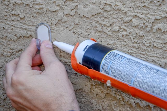 How to Hang Christmas Lights on Stucco (with Pictures) | eHow