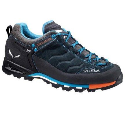 Chaussure Salewa Ws Mtn Trainer Gtx Bleu Chaussure de randonnée pour femme Chaussure tige basse pour moyenne montagne ainsi que marche active qui est composée d'un pare pierre pour une meilleure protection des chocs.