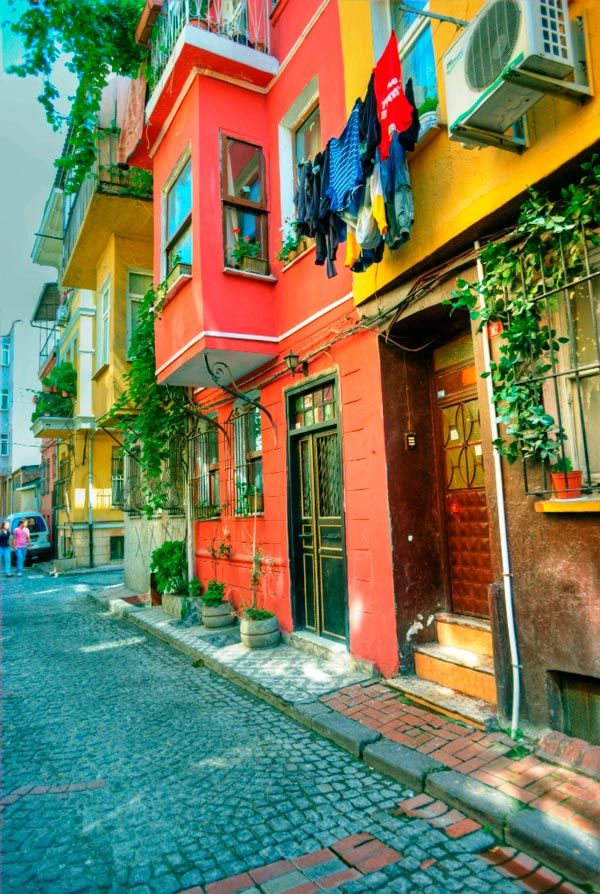 OMG...is this pic not everything? Istanbul may be where the cool kids go, but Balat, Turkey appears to be an amazing choice. www.annjaneliving.com