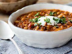Marokkanische Kichererbsen-Linsen-Suppe Hier muss der griechische Joghurt durch veganen ersetzt oder weggelassen werden, um die Suppe vegan zu machen!