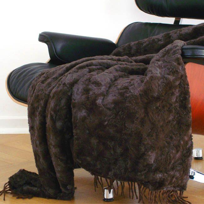 60 best images about plaids et couvre lits en fausse fourrure on pinterest taupe nests and cream. Black Bedroom Furniture Sets. Home Design Ideas