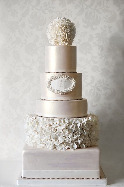 wedding cake lace trim a stunning 5 tier centerpiece wedding cake with an 23058
