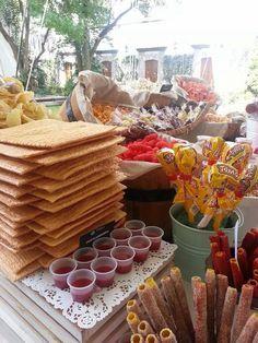 Las barras con chilitos y chamoy sigue triunfando en las Bodas.www.laurahluna.com.mx