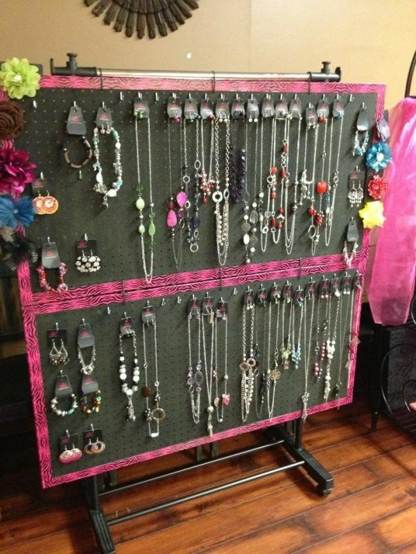 displaying jewelry | Here's a pink pegboard table display