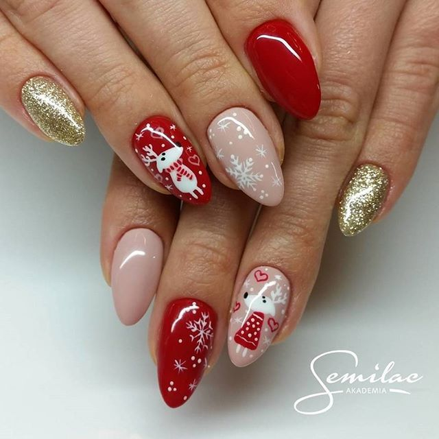 It's the most wonderful time of the year; and definitely for your nails too . How about this inspo from @akademia.semilac #Christmasnails #nailswag