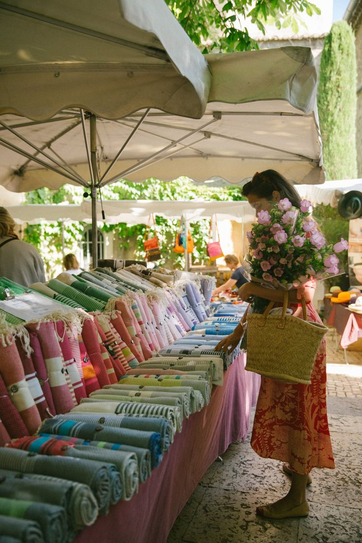 St Remy Market has something of a legendary status among French market fans. A sprawling affair that takes over almost the entire town of St Remy, this is where you can find every Provencal product you've ever dreamed of. Far too good to keep to myself, I thought I'd give you the full tour. We …