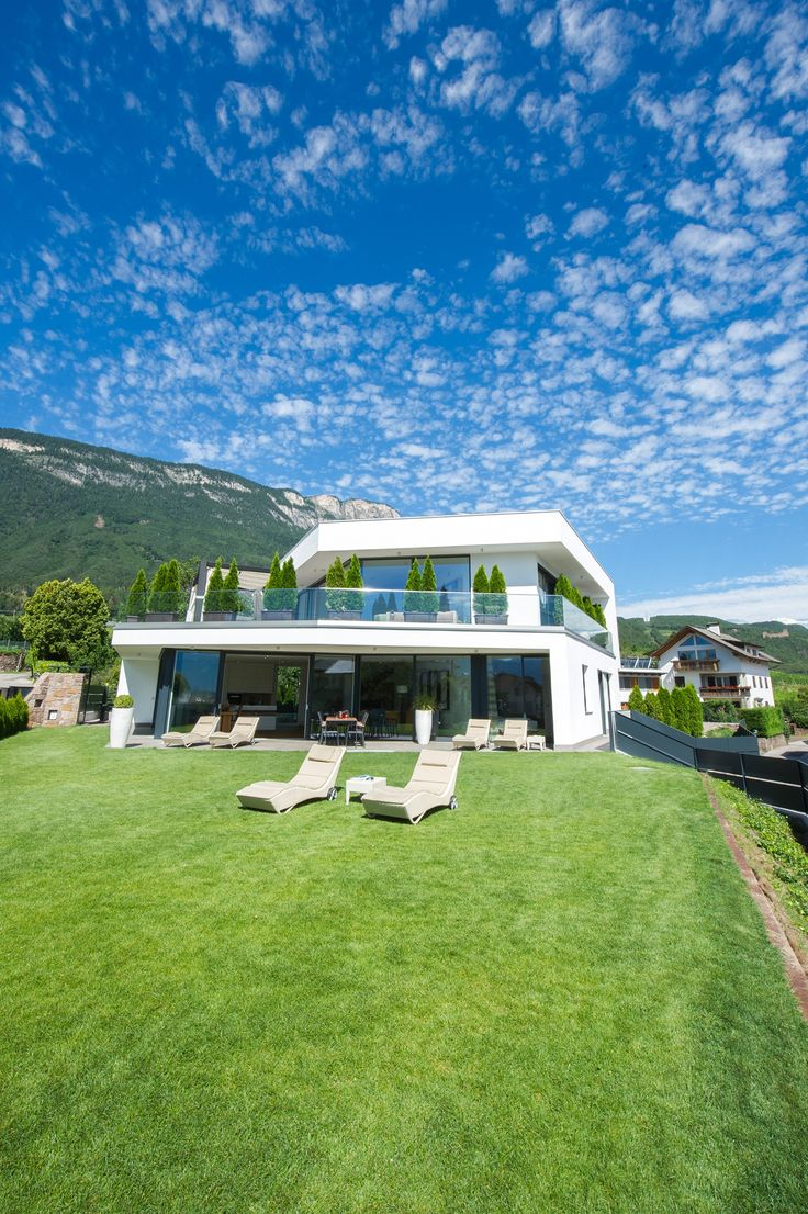 Ferienvilla in Bolzano, Luxury Villa Rental VILLA AICH, #Bolzano - www.casalio.com -The attractive Villa Aich is situated above the picturesque wine-producing village of St. Pauls Eppan near Bolzano in a secluded area, ensuring full privacy and a touch of luxury for your holidays   #ferien #luxurytravel #luxuryvillas #luxurylife #luxurylifestyle #villarental #trentino #bolzano #italy #italia #italien #bestvacations #casalio #casaliotravel #ferienhaus #luxusferienhaus #urlaub #reise #travel