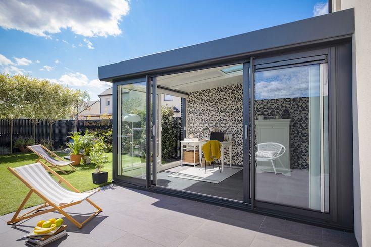 Une toiture à chevrons permet de gagner de la hauteur sous plafond et prodigue une sensation de ...