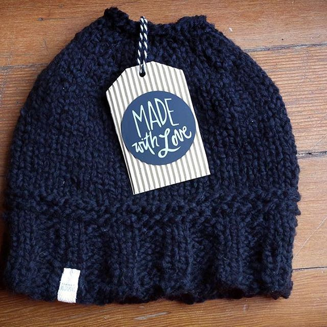 Messy bun hat for my sister with a messy bun #knitting #messybun Pattern at www.makingalife.me  #messybunhat #freepattern #knittingpattern