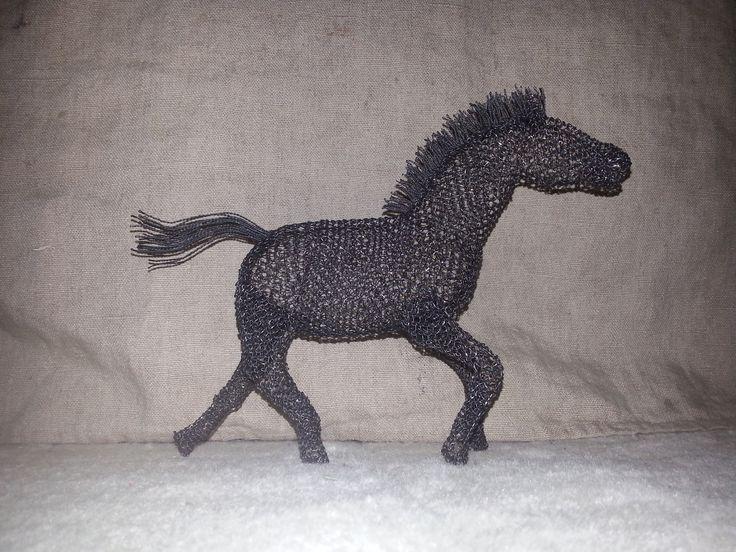 Kůň běžící větší - d = 26cm, v = 20cm, š = 6cm