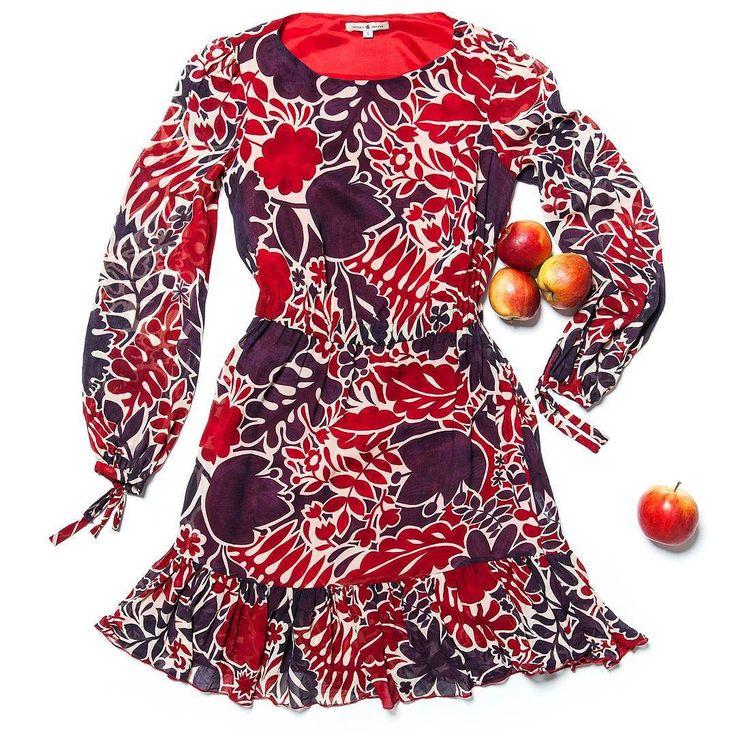 Летящее платье от Viktoria Irbaieva с сочным принтом садится на фигуру как влитое!  Эластичная талия юбка-миди вырез лодочкой  беспроигрышное комбо и невероятная красота для вечерней прогулки    #gardbe #гардероб #одеждапоподписке #русскиедизайнеры #virba