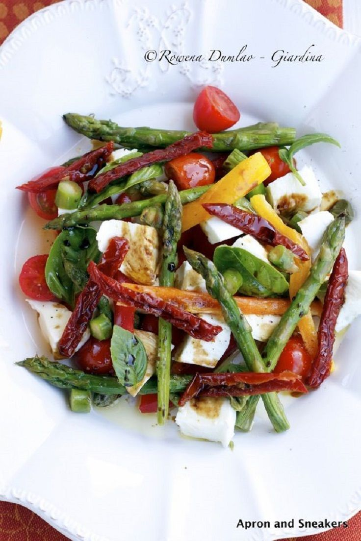 Mozzarella, peppers & asparagus summer salad