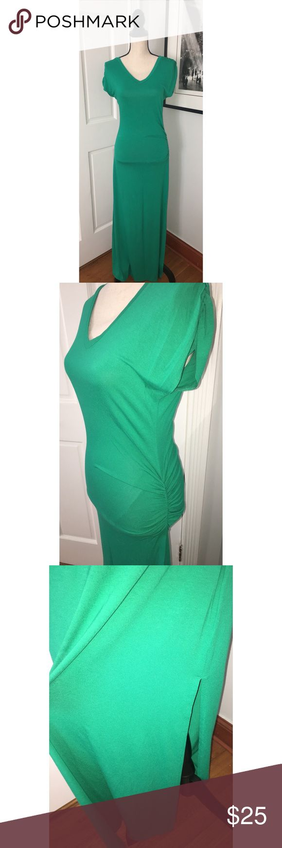 Women's Venus green maxi dress. Size small Green maxi dress with slit on leg. Great color for the spring and summer. With a pair of sandals or even ankle booties for an edgier look. 😎 listed under Zara for exposure Zara Dresses Maxi