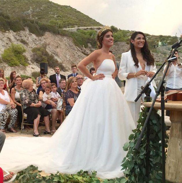 Dulceida y Alba Paúl en el día de su boda. Wedding Dress With Veil, Wedding Suits, Wedding Attire, Wedding Dresses, Ze Garcia, Diy Wedding On A Budget, Veil Hairstyles, Wedding Looks, Perfect Wedding