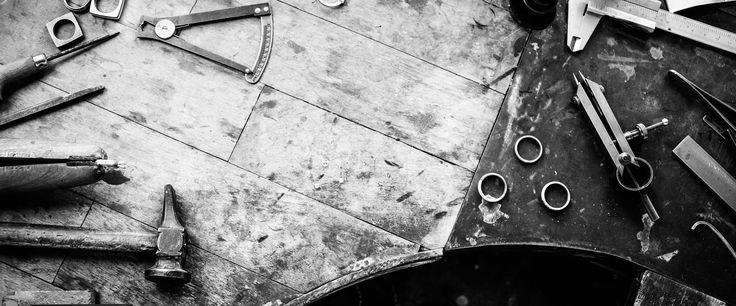 L'idea di ITALYANDO prende vita nei primi mesi del 2015 da ragazzi giovani, stanchi di omologazione e conformismo, spinti dal desiderio di ricercare novità nella bellezza, nella fantasia dell'originalità del made in italy con uno sguardo attento all'unicità dell'artigianato senza tralasciare le tradizioni che ci contraddistinguono. Italyando è diretto a chi vuole uno stile personale …