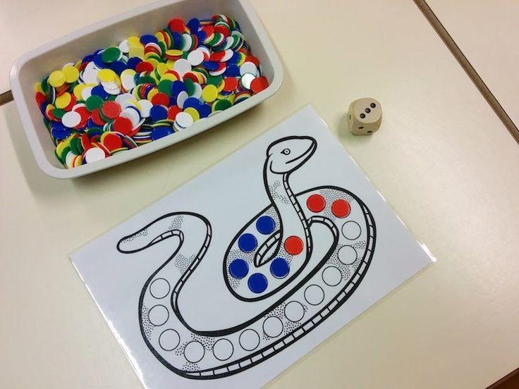 Le jeu du serpent proposé par Vers les maths* MS permet de travailler les constellations du dé et la construction du nombre quantité ; la version proposée dans le livre MS ne comprends que 12 jeton…