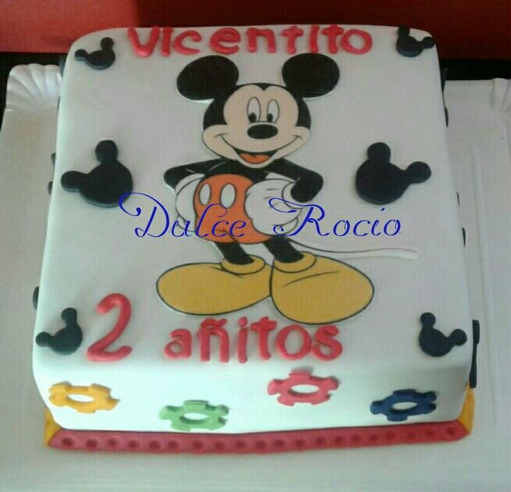 Mickey Mousse cake fondant
