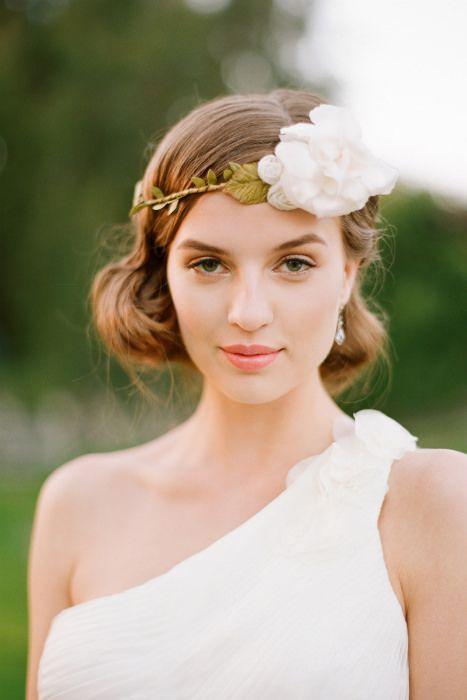 Light weight and natural makeup for the spring bride. Photo Source: Shop Ruche. #bridalmakeup #springwedding