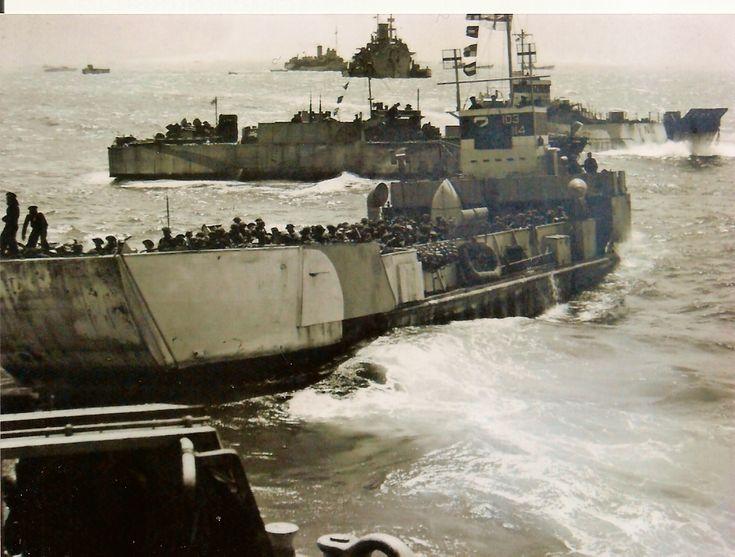 Des troupes canadiennes en route pour Juno Beach sont malmenées par une forte houle, 6 juin 1944.