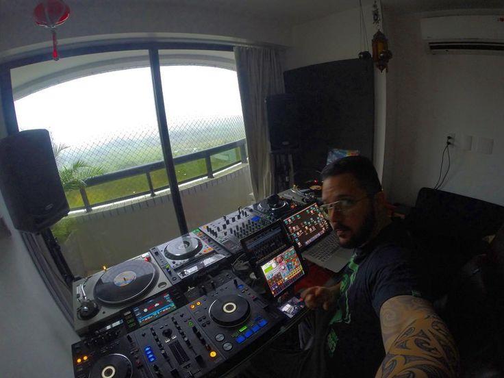 #RainDay  Manhã chuvosa .... #studiosession @theroom303rec #makingbeats #studioview #goodvibes #studio #room303rec #eletronicmusic #instapic #gopro #tech #housemusic #deephouse #turntablism #djgear #pioneerdj #technics1200mk5 #technics #KORG #Oscillator  #Synthesizer #technovibes #instamusic #djlife by _teruz_ http://ift.tt/1HNGVsC