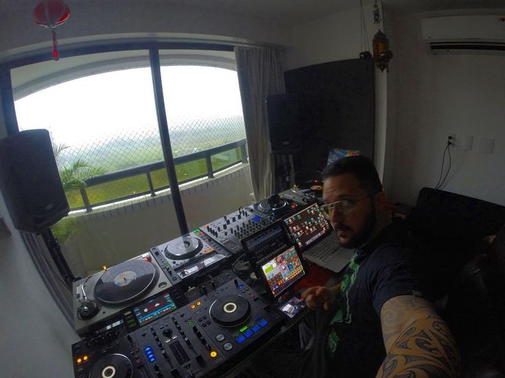 #RainDay  Manhã chuvosa .... #studiosession @theroom303rec #makingbeats #studioview #goodvibes #studio #room303rec #eletronicmusic #instapic #gopro #tech #housemusic #deephouse #turntablism #djgear #pioneerdj #technics1200mk5 #technics #KORG #Oscillator  #Synthesizer #technovibes #instamusic #djlife by _teruz_ http://ift.tt/1HNGVsC