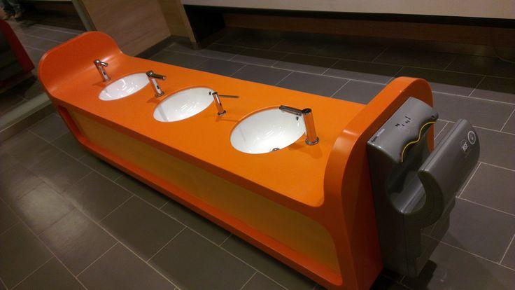 Baño de Niños en Mall Plaza Egaña