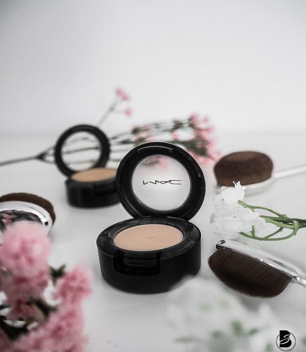 Meine Lieblings Mac Kosmetik Produkte - Mac Highlight, Mac Lippenstift, Mac Concealer und Mac Lidschatten.