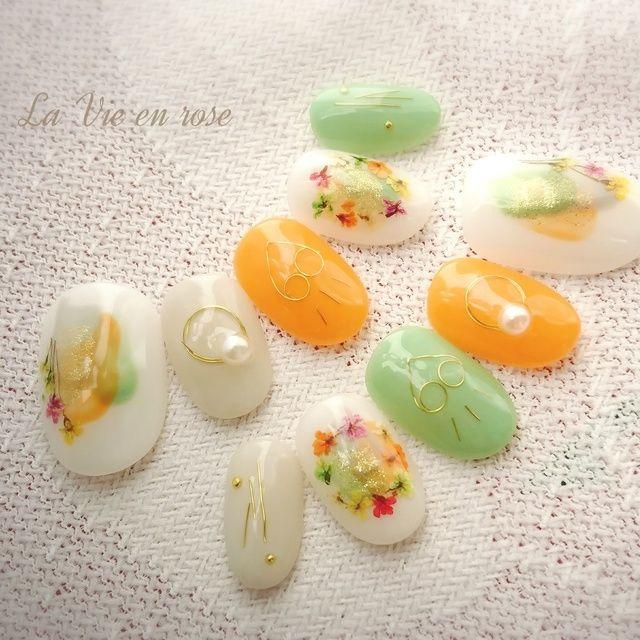 カジュアル押し花(ネイルチップ) 春夏おすすめ! 人気のワイヤーネイルと組み合わせ。 カジュアルスタイルにいかがでしょうか♪ ご自身の爪に合ったサイズでお作りいたします。 チップの種類が豊富です♪ https://minne.com/yuminy1101 #ドライフラワー #ハート #パール #オレンジ #デート #グリーン #春 #夏 #ボタニカル #旅行 #ジェルネイル #ホワイト #ハンド #チップ #ショート #La Vie en rose #ネイルブック