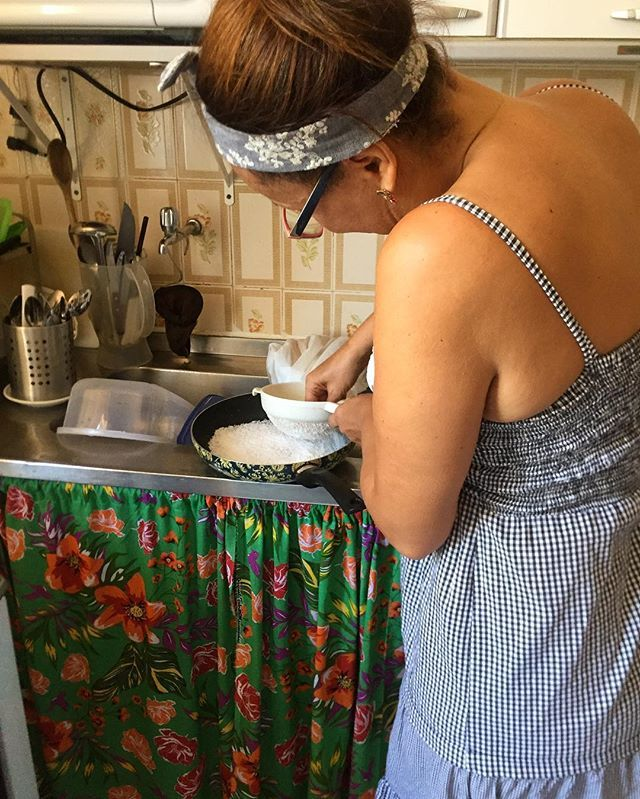 Lovely host, Leda, making us home made tapioca for breakfast 👩🏽🍳 Much needed after the carnaval madness.  #brasil#salvador#bahia#travel#travelgram#traveldiaries#traveladdict#localpeople#localliving#tapioca#foodie#wanderlust#dametraveller#ig_travel by purvi_x. travelgram #brasil #travel #traveladdict #dametraveller #localliving #tapioca #traveldiaries #salvador #bahia #ig_travel #foodie #wanderlust #localpeople #micefx [Follow us on Twitter (@MICEFXSolutions) for more...]