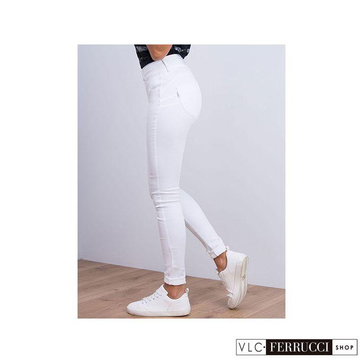 Jeans pitillo color blanco de talla unica (one size) con efecto push-up y tiro alto, se adaptan perfectamente al cuerpo, para tallas desde la 36 a la 42, de la marca Tiffosi. #FerrucciVLC #jeans #pushup #pantalones #fashion #vaqueros #colores #look #outfit #outfitoftheday #style #stylish #shopping