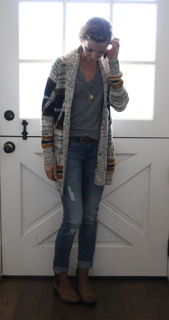 what i wore at the pleated poppy - cozy aztec cardigan, loose grey v-neck tee, distressed skinny jeans, and booties.