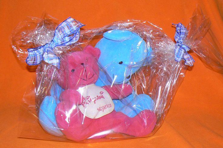 April 2007 Meter geschenk bij het doopsel van onze zoon  Grote 'meter' beer & kleine 'Kilyani' beer die een gegraveerde ring draagt met de beiden namen met de bedoeling voor eeuwig verbonden te zijn