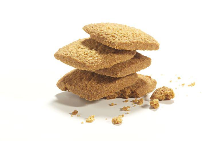 Biscotti di Meliga  Abbiamo selezionato  antiche varietà di mais  e le abbiamo miscelate con cura per realizzare un classico della cultura piemontese.  Ph. Emanuele Marietti
