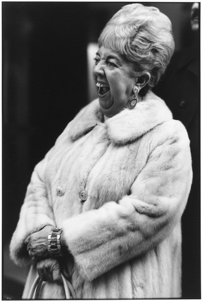 Woman and Furcoat, NYC 1980. Tirage gélatino-argentique moderne 27,9 x 35,3 cm N°3/15 ©Tom Arndt/Courtesy Les Douches La Galerie