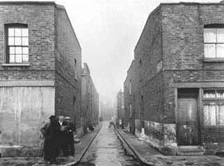 An East End street in the early 20th century, a familiar landscape for Daisy. Much of the East End was reduced to rubble during the Blitz.