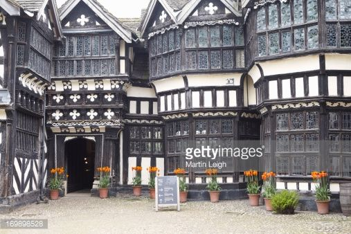 169898528-half-timbered-manor-house-gettyimages.jpg (507×338)