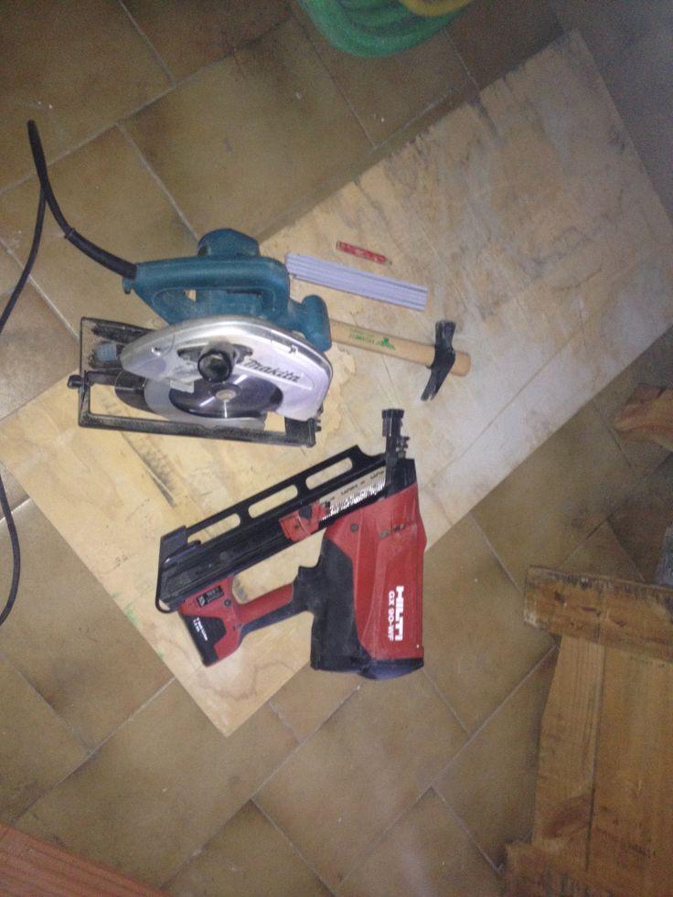 Un pò di fai da te con le attrezzature della EdiLab www.edilabsrl.it #faidate #bricolage #tempolibero #sparachiodi #troncatrice #legno #hobby #edilizia