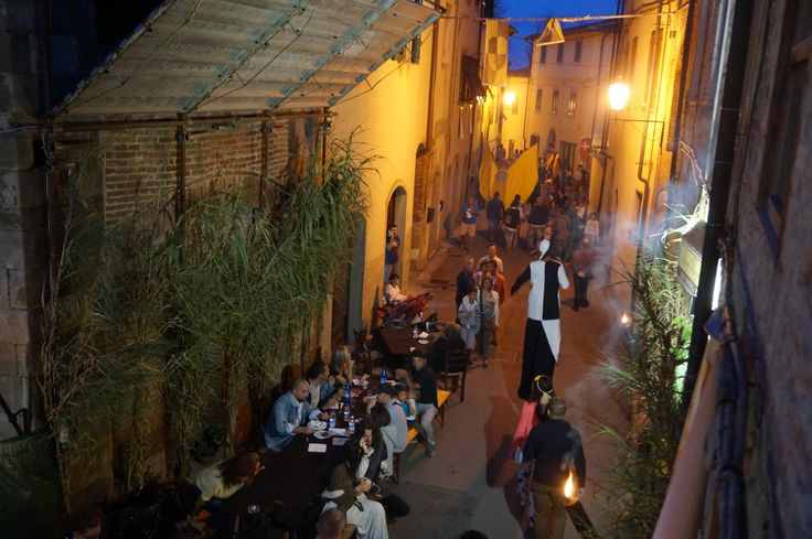 The Atmospheric lanes during Vicopisano's Medieval festival