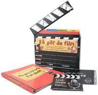 Allt du behöver veta för att göra film med din mobiltelefon eller digitalkamera.Box i form av en filmklappa som innehåller allt du behöver veta för att kunna göra en egen, riktig film med hjälp av en mobiltelefon eller digitalkamera. Inuti klappan hittar man:1 Regissörens handbok (ringpärmsbok)  Här får man lära sig hur man gör olika typer av filmer  dokumentärer, spelfilm, animerade filmer  och man får lära sig om specialeffekter, ljud, förarbeten, m.m. m.m. Allt är roligt illustrerat.2…