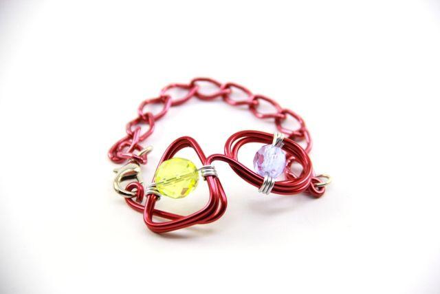 Bracciale in alluminio smaltato e mezzi cristalli colorati. Enamelled aluminum bracelet and means colored crystals.