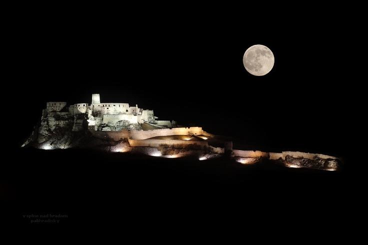 v splne nad hradom