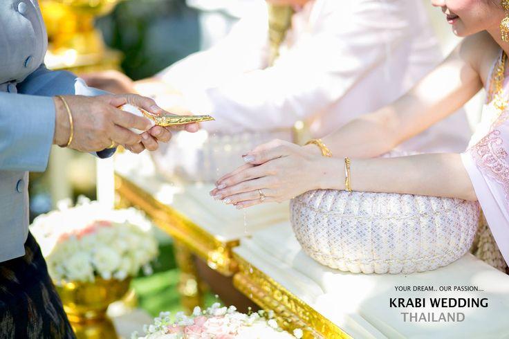 The traditional Thai wedding ceremony was a vivid and culturally rich celebration. งานแต่งสไตล์ไทยที่เต็มไปด้วยความสดใสผสมผสานอย่างลงตัวกับวัฒนธรรม #love #krabi #wedding #samui #honeymoon #couple #photo #thailand #aonang #destinationweddingphotographer #weddingphotographer #krabiweddingphotographer #krabiphotographer #thaiweddingphotographer #thailandwedddingphotographer #samuiphotographer Contact Us: +66 (0)8 7387 8388 krabiweddingthailand@gmail.com