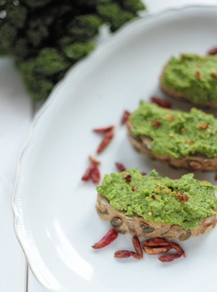 17. Green Pea and Kale Spread http://greatist.com/eat/vegan-breakfast-recipes-you-can-make-15-minutes-or-less