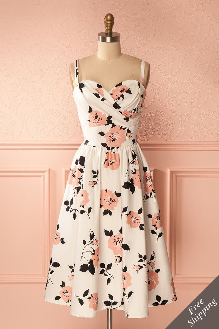 Sagebelle #Boutique1861 / For an evening of swing dance or your prom, this lovely retro gown will be the perfect choice thanks to the elegant floral pattern and the gracious silhouette. Spin around and be delighted by the extend of the circle skirt!