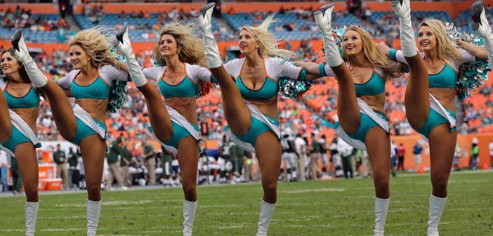 Cheerleaders Doing High Kicks And Splits Nfl Cheerleaders Hot Cheerleaders Cheerleading