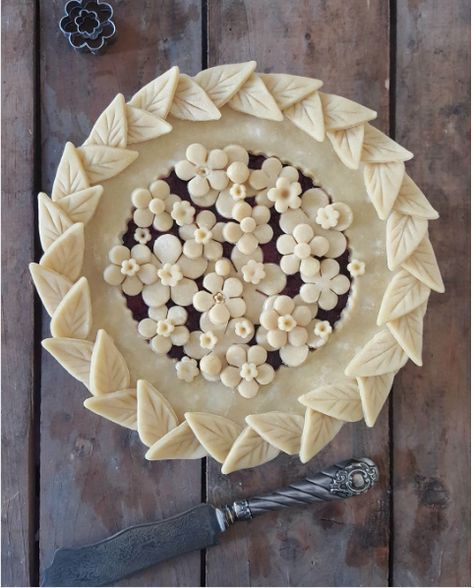 decorative pie crusts: leaf border with flower cut outs