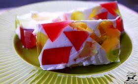 Galaretkowiec (u mnie w domu nazywany salcesonem) to prosty, smaczny i kolorowy deser! Szczególnie kojarzący mi się z dzieciństwem. Polec...