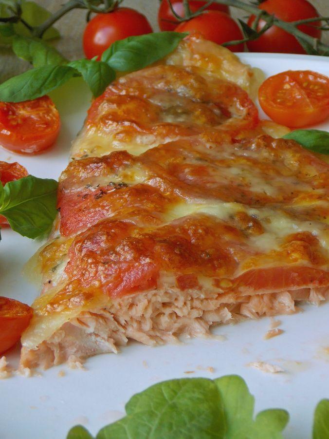 pstrąg łososiowy pieczony z pomidorami i mozzarella
